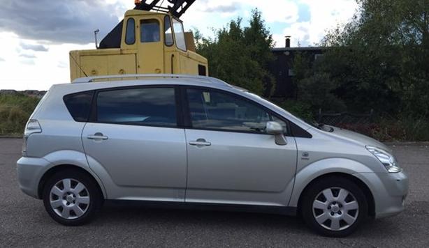 Mikkels_Toyota_Corolla_Verso_København_biludlejning_snappcar